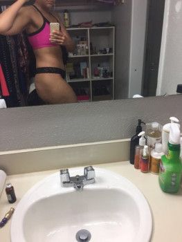 """Hành trình """"tu sửa"""" vùng kín của cô gái trẻ 21 tuổi bằng phương pháp trimming"""