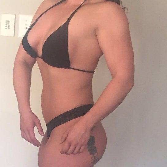 Thường xuyên tâp luyện, ăn uống lành mạnh, có cơ bắp nhưng bụng có mỡ thừa. Liệu hút mỡ có giúp tôi có được dáng đồng hồ cát?